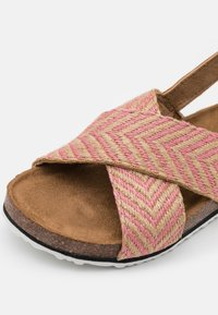 Cotton On - THEA CROSSOVER - Sandals - marshmallow/pink - 5