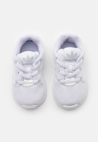 adidas Originals - ZX FLUX UNISEX - Trainers - footwear white - 3