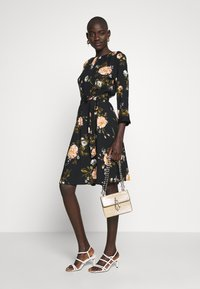 Dorothy Perkins Tall - FLORAL PRINT DRESS - Denní šaty - black - 1