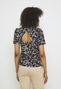 Vero Moda - VMHAILEY - Print T-shirt - navy blazer - 3