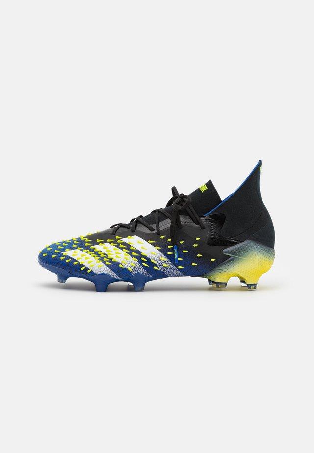 PREDATOR FREAK .1 FG - Botas de fútbol con tacos - core black/footwear white/solar yellow