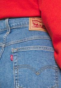 Levi's® - MOM LINE  - Shorts di jeans - light blue denim - 4