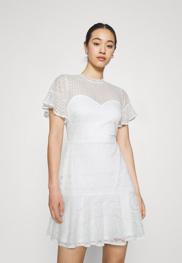 FLOUNCE DRESS - Cocktailkjoler / festkjoler - white