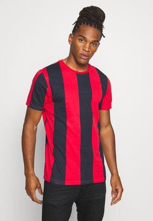 BERTONIB - T-shirt med print - rich navy/red