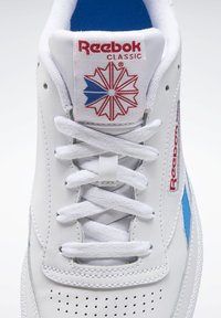 Reebok Classic - CLUB C REVENGE SHOES - Trainers - white - 8