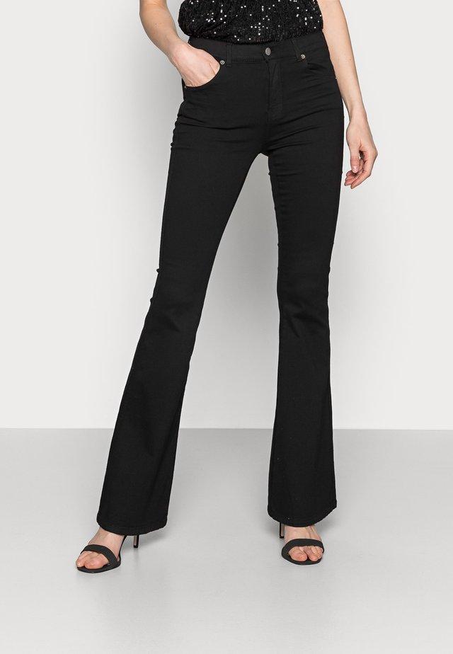 MACY - Jeans a zampa - black