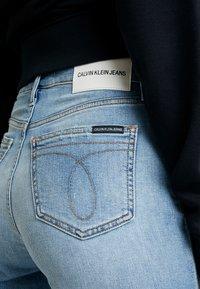 Calvin Klein Jeans - HIGH RISE SLIM ANKLE - Džíny Slim Fit - honcho blue - 4