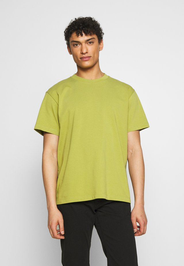 DREW TEE - T-shirts - bright green