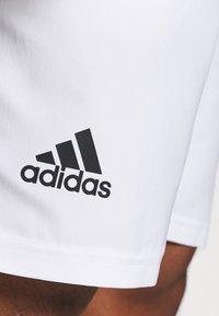 adidas Performance - CLUB 3-STRIPES TENNIS AEROREADY PRIMEGREEN SHORTS - Pantalón corto de deporte - white/black - 5