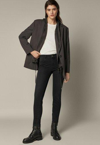 MIT HALBHOHEM BUND  - Jeans Skinny - black