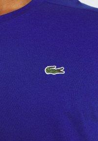 Lacoste Sport - HERREN - T-shirt - bas - cosmic - 5