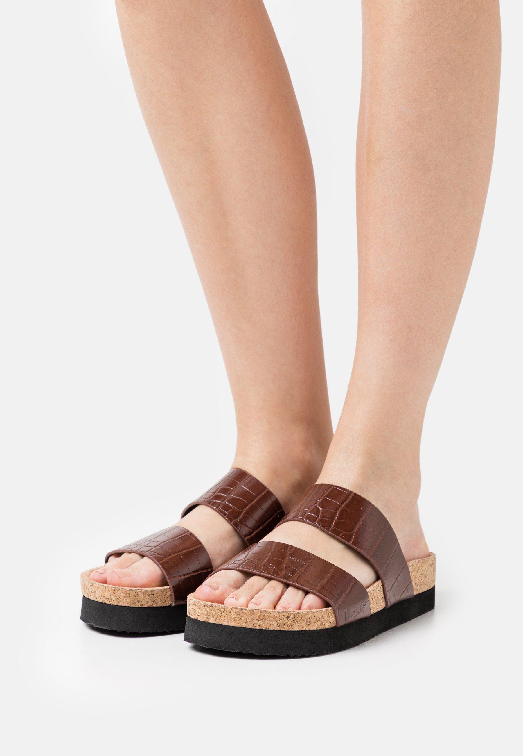 Women Slippers - brown/medium dusty