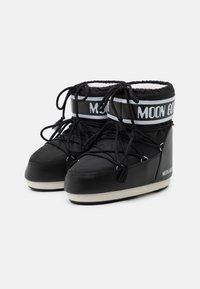 Moon Boot - CLASSIC LOW - Vinterstøvler - black - 2