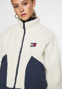 Tommy Jeans - REVERSIBLE JACKET - Winter jacket - twilight navy/white - 3
