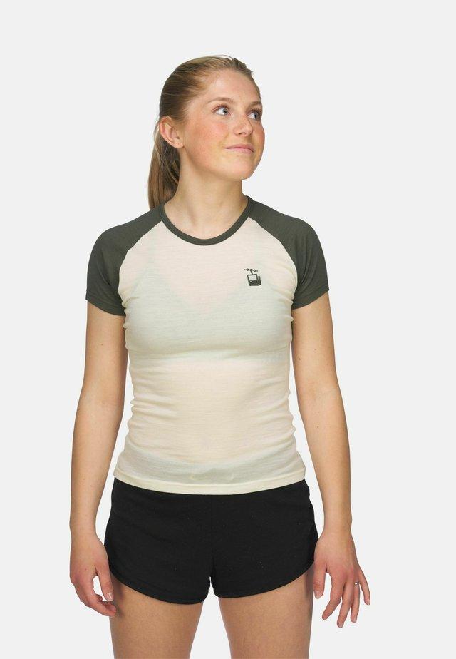 T-shirts med print - hvit og grønn
