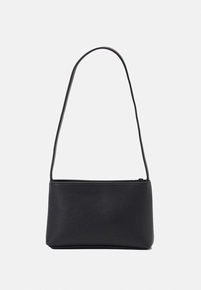 PCRIKKA SHOULDER BAG - Kabelka - black/silver-coloured