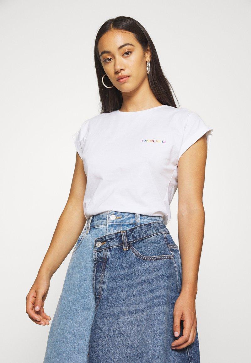 Dedicated - VISBY LOVERS UNITE - Print T-shirt - white