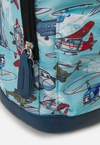 Fabrizio - MINI KIDS SET BACKPACK + CASE UNISEX - Rucksack - light blue/navy blue - 5