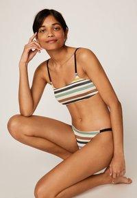 OYSHO - MIT GUMMIBUND UND STREIFEN - Bikini bottoms - off-white - 1