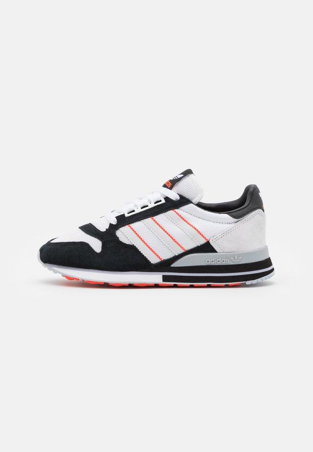 ZX 500 UNISEX - Sneakersy niskie - footwear white/grey/core black