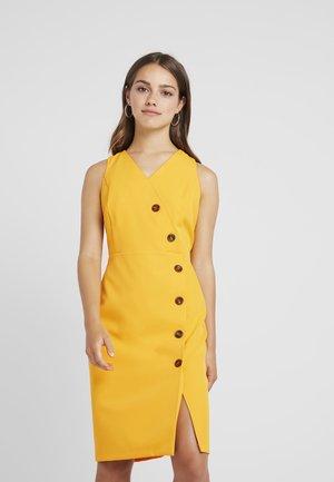 BUTTON FRONT TAILORED DRESS - Pouzdrové šaty - ochre