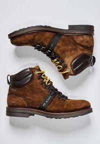 Pepe Jeans - Šněrovací kotníkové boty - cognac - 1