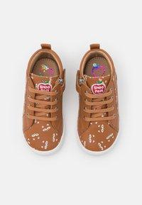 Shoo Pom - KIKKI ZIP LACE - Baby shoes - camel/beige - 3