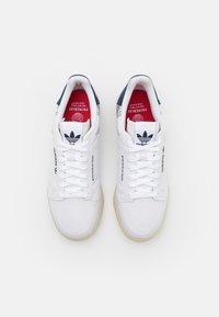 adidas Originals - CONTINENTAL 80 PRIMEBLUE UNISEX - Tenisky - chalk/white/collegiate navy - 3