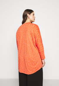 CAPSULE by Simply Be - BURNOUT BOXY  - Long sleeved top - coral - 2