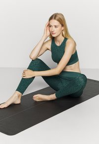 South Beach - LEOPARD SEAMLESS - Leggings - green - 1