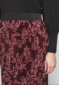CAPSULE by Simply Be - FLORAL PLEAT MIDI SKIRT - A-line skirt - berry - 5
