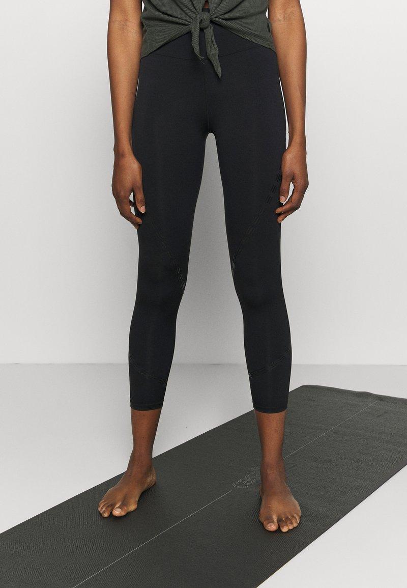 Cotton On Body - STRIKE A POSE YOGA - Leggings - black