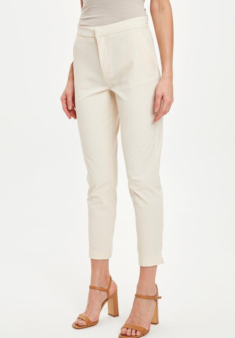 DeFacto - Pantaloni - beige