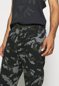 Under Armour - RIVAL - Tracksuit bottoms - baroque green - 3