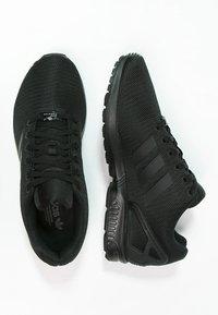 adidas Originals - ZX FLUX - Trainers - schwarz - 1