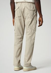 Napapijri - M-HONOLULU - Cargo trousers - natural beige - 2