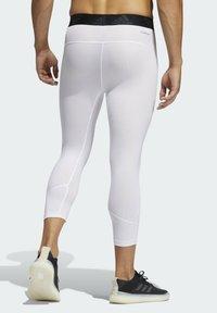 adidas Performance - PRIMEGREEN TECHFIT WORKOUT COMPRESSION CAPRI 3/4 LEGGINGS - 3/4 sports trousers - white - 1