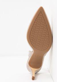 MICHAEL Michael Kors - LUCILLE FLEX SLING - High heels - pale gold - 6