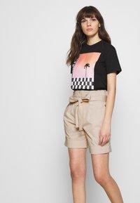 Calvin Klein - PAPER BAG WAISTED - Shorts - white smoke - 3