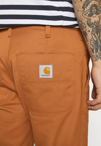 Carhartt WIP - ABBOTT PANT DENISON - Pantalones - rum rinsed - 3