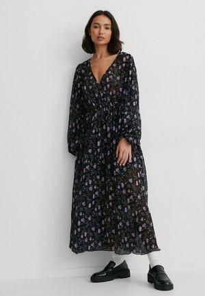 Maxi dress - dark flower bed
