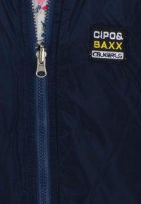 Cipo & Baxx - FLORAL SPORTY MIT PRAKTISCHER WENDEFUNKTION - Bomber Jacket - navyblue - 7