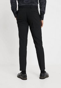 Isaac Dewhirst - BASIC PLAIN SUIT SLIM FIT - Garnitur - black - 5