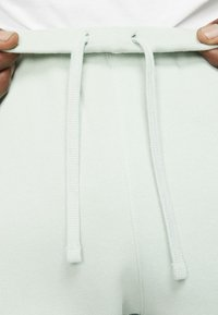 Nike Sportswear - CLUB - Tracksuit bottoms - pistachio frost/pistachio frost/white - 5