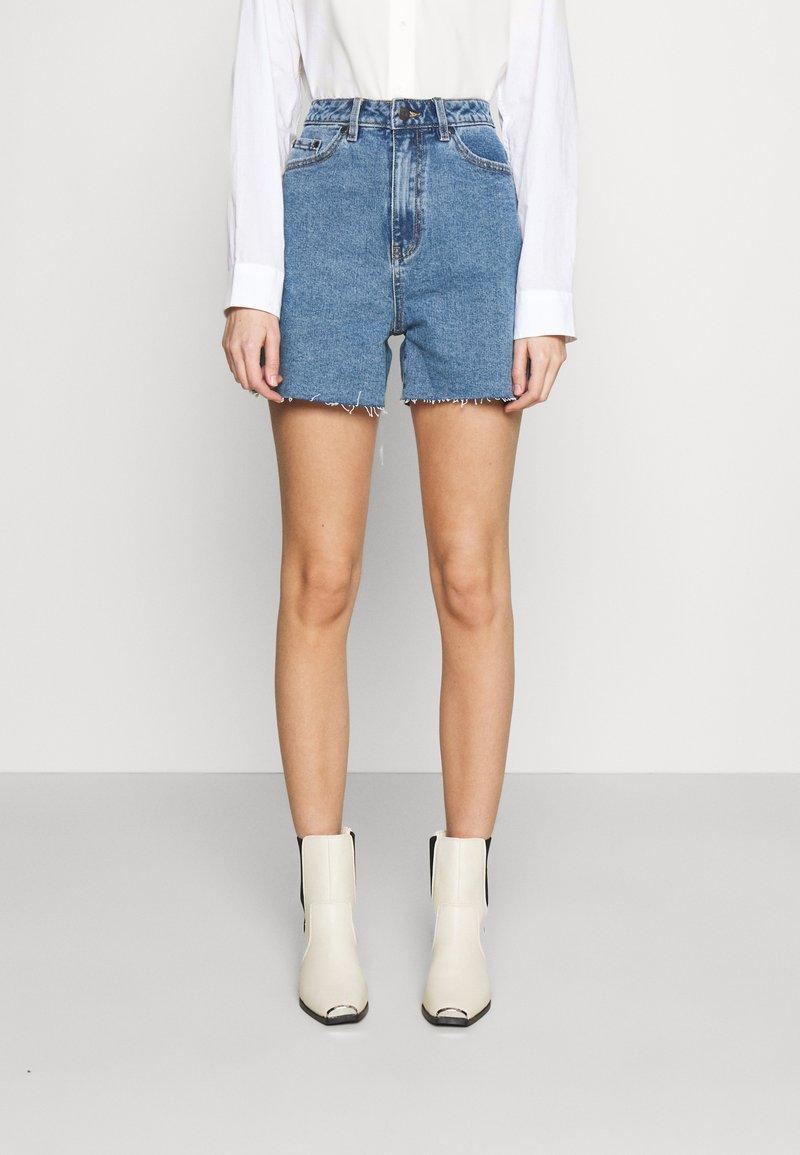 Object - OBJPENNY - Shorts di jeans - light blue denim