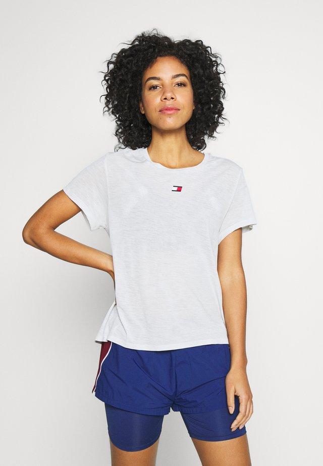 PERFORMANCE - T-shirt z nadrukiem - grey
