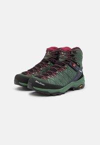 Salewa - ALP TRAINER 2 MID GTX - Zapatillas de senderismo - duck green/rhododendon - 1