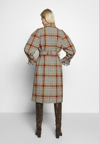 Soeur - GADGET - Klasyczny płaszcz - multico - 2