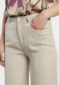 Desigual - RITA - Straight leg jeans - white - 3