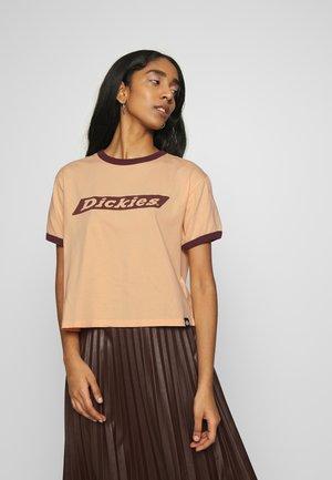HELLIER - Print T-shirt - peach brulee
